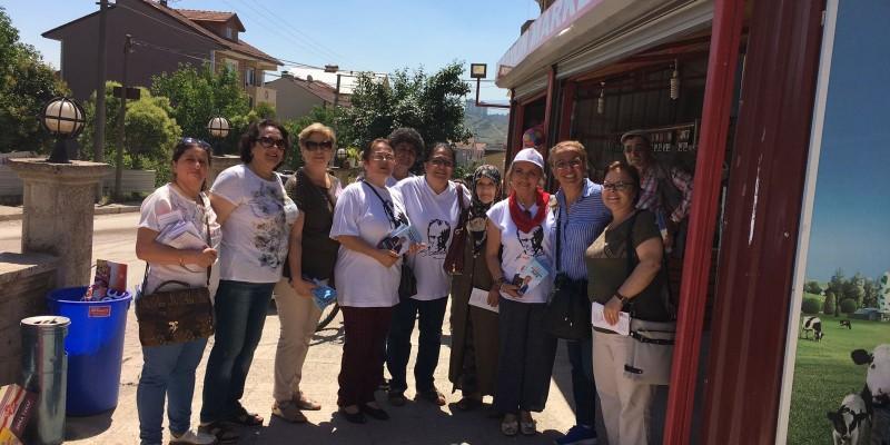 """CHP'li Kadınlar Pazar Esnafının Yanında; """"Sorunlara Çözüm Olacağız"""""""