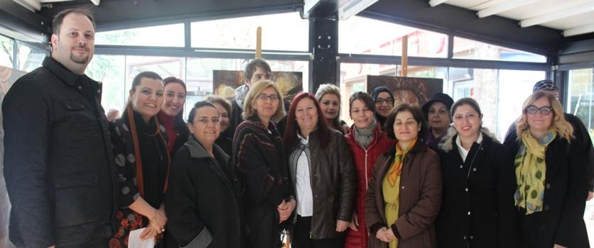 CHP İzmit İlçe Kadın Kolları, Otistik çocuklar için resim ve heykel sergisi açtı.